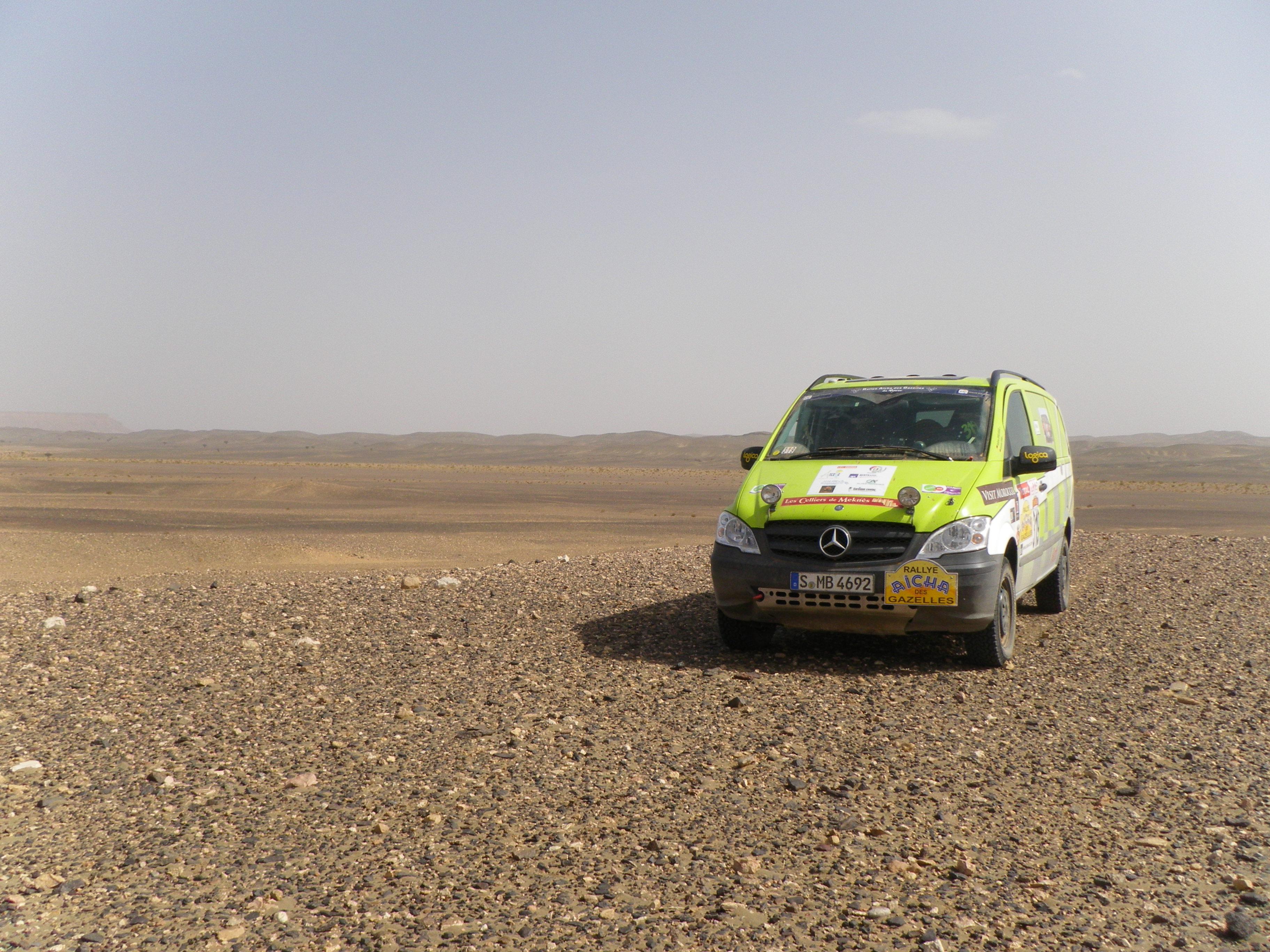 Véhicule de l'équipe vainqueur de l'édition 2011 du rallye Aicha des gazelles @Konuzelmann Thomas / CC BY